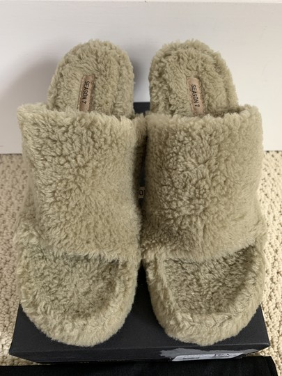 YEEZY Faux Fur Open Toe Mule Beige Pumps Image 3