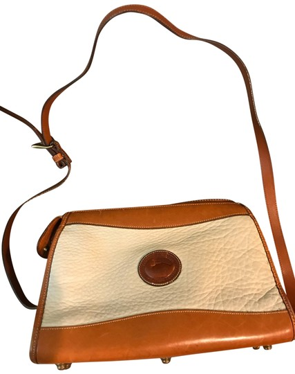 Preload https://img-static.tradesy.com/item/26263340/dooney-and-bourke-all-weather-cream-cross-body-bag-0-1-540-540.jpg