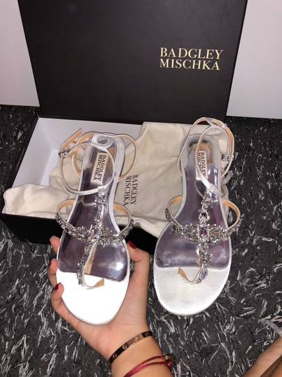 Badgley Mischka White Crystal Sandals Size US 8 Regular (M, B) Image 7