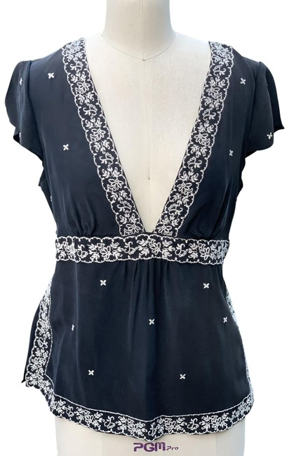 Item - Black Embroidered Tunic Size 12 (L)