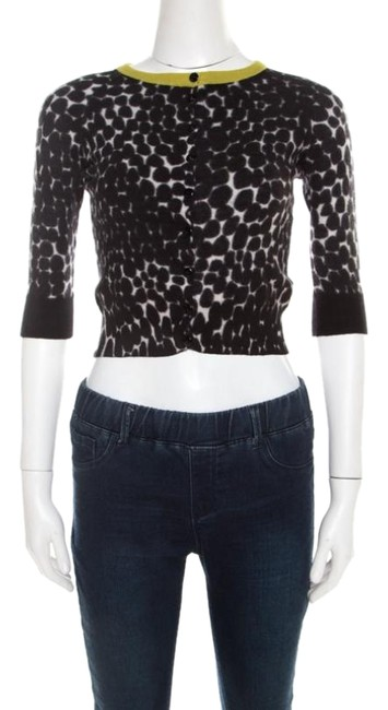 Preload https://img-static.tradesy.com/item/26283944/gucci-xs-black-and-white-cashmere-printed-cropped-cardigan-grey-sweater-0-1-650-650.jpg