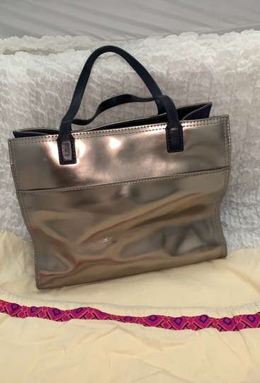 Tory Burch Tote in silver Image 1