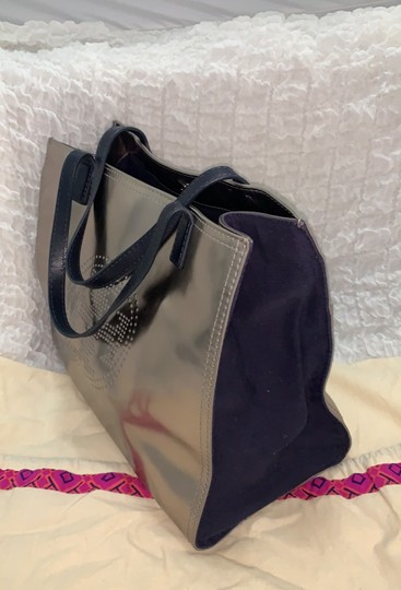 Tory Burch Tote in silver Image 2