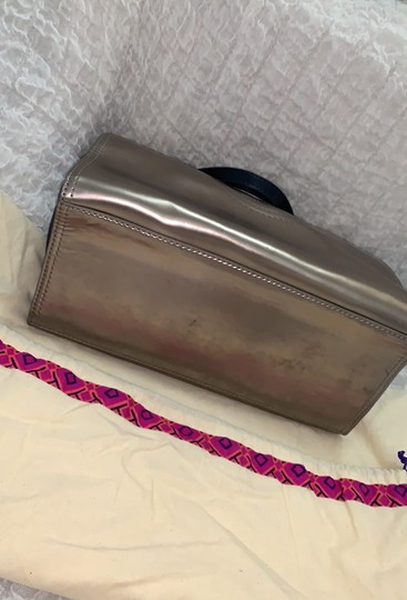 Tory Burch Tote in silver Image 3