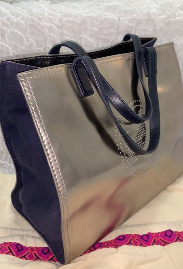 Tory Burch Tote in silver Image 4