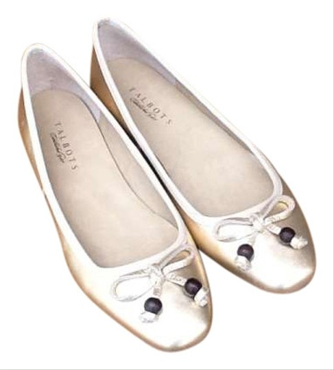 Preload https://item1.tradesy.com/images/talbots-gold-flats-size-us-95-262840-0-0.jpg?width=440&height=440