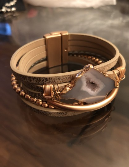 SAACHI Cuff Leather Magnet Closure Image 1
