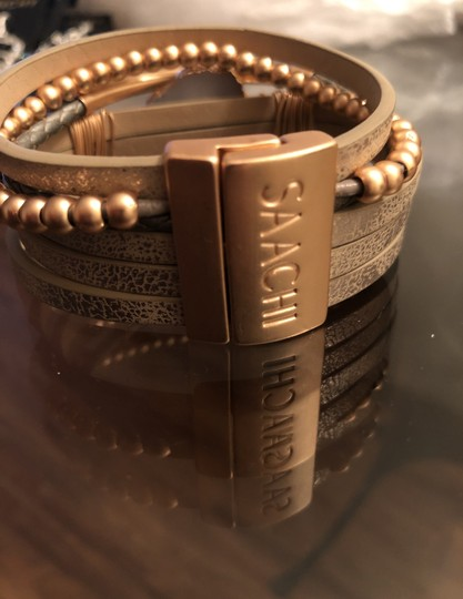 SAACHI Cuff Leather Magnet Closure Image 3