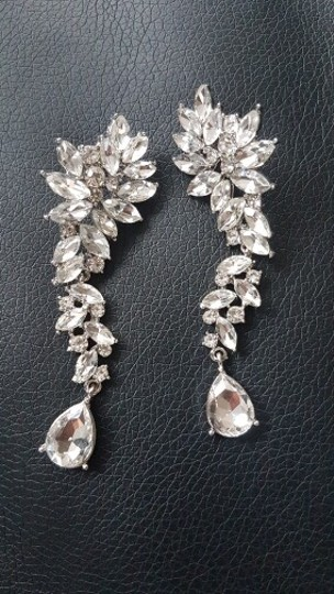 Preload https://img-static.tradesy.com/item/26298082/earrings-0-0-540-540.jpg