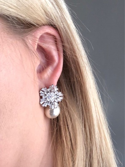 Preload https://img-static.tradesy.com/item/26298101/earrings-0-0-540-540.jpg