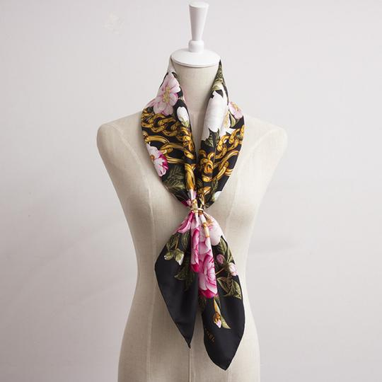 Chanel Vintage 100% real Silk Camellia Floral Pink Chain Square scarf 35 X35 Image 4