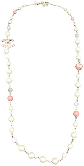 Preload https://img-static.tradesy.com/item/26298243/chanel-white-and-pink-faux-pearl-enamel-cc-necklace-0-2-540-540.jpg