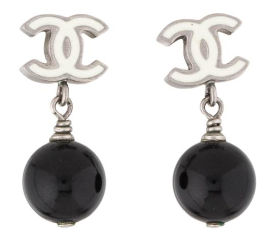Preload https://img-static.tradesy.com/item/26298416/chanel-white-black-silver-pearl-cc-logo-tear-drop-dangling-classic-12p-pierced-enamel-bead-ball-earr-0-0-540-540.jpg