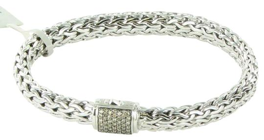 Preload https://img-static.tradesy.com/item/26300311/john-hardy-champagne-diamond-classic-chain-75mm-clasp-sterling-silver-bracelet-0-2-540-540.jpg