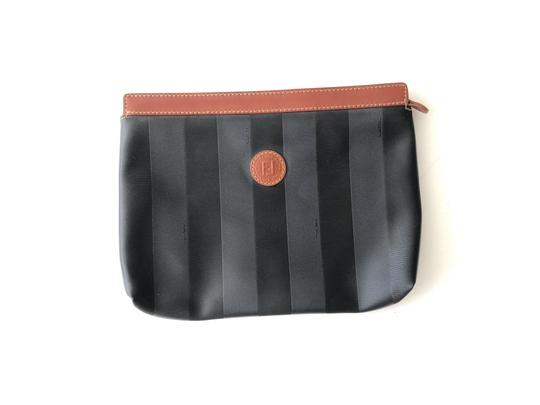 Preload https://img-static.tradesy.com/item/26300359/black-and-brown-leather-clutch-0-0-540-540.jpg