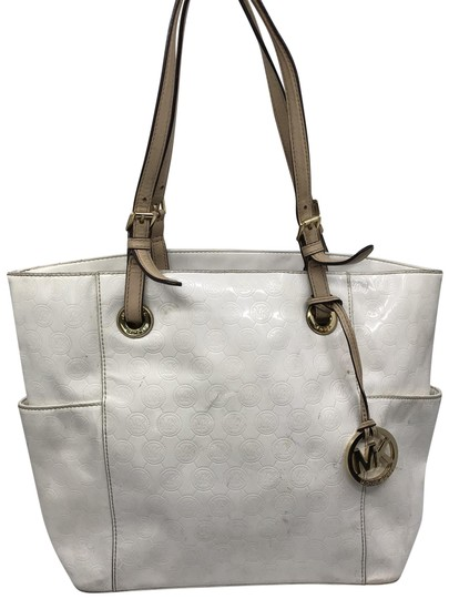 Preload https://img-static.tradesy.com/item/26300441/michael-kors-white-patent-leather-shoulder-bag-0-2-540-540.jpg
