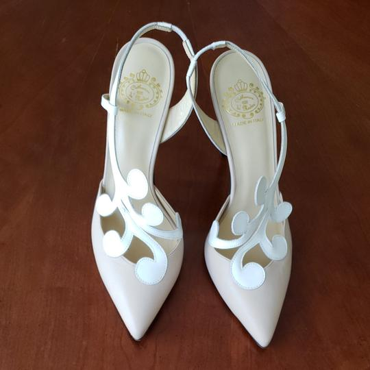 Preload https://item1.tradesy.com/images/tan-and-white-and-heels-pumps-size-eu-38-approx-us-8-regular-m-b-26300525-0-0.jpg?width=440&height=440