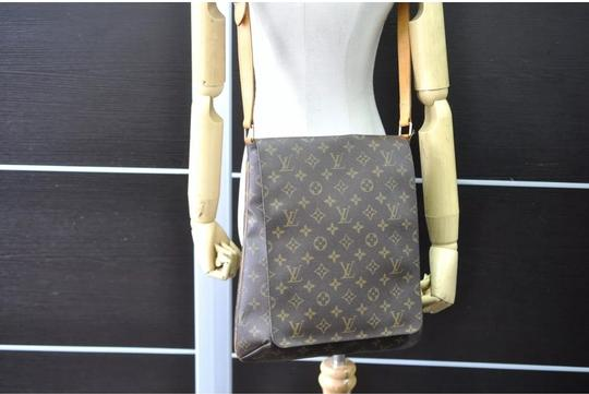 Louis Vuitton Cross Body Bag Image 1