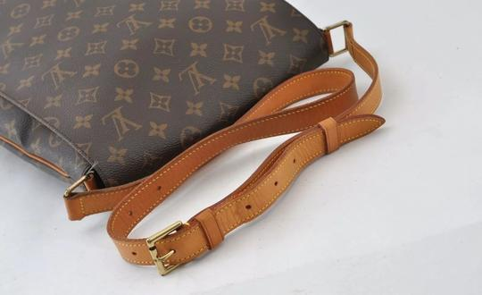Louis Vuitton Cross Body Bag Image 4