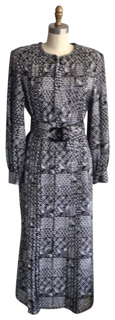Preload https://img-static.tradesy.com/item/26304786/chanel-blackwhite-runway-and-tweed-with-sequin-detail-44-nwot-long-cocktail-dress-size-12-l-0-1-650-650.jpg