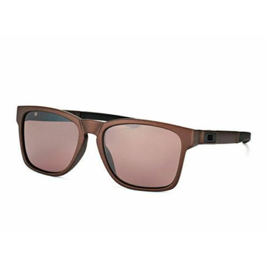 Preload https://img-static.tradesy.com/item/26305055/oakley-corten-frame-and-prizm-daily-polarized-lens-oo9272-21-catalyst-unisex-square-sunglasses-0-0-540-540.jpg