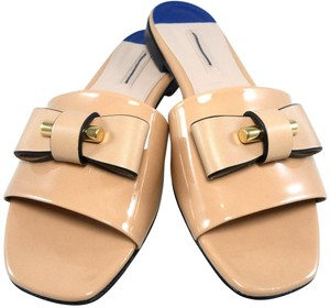 Stuart Weitzman Slide Bow Logo Patent Leather Gucci Metal Hardware Nude Sandals