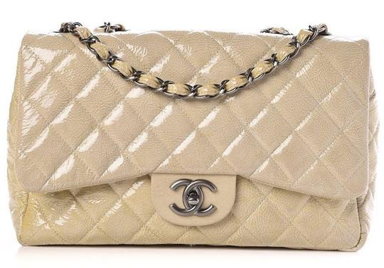 Preload https://img-static.tradesy.com/item/26313948/chanel-255-reissue-crossbody-classic-jumbo-single-flap-quilted-crinkled-cc-logo-beige-silver-patent-0-0-540-540.jpg