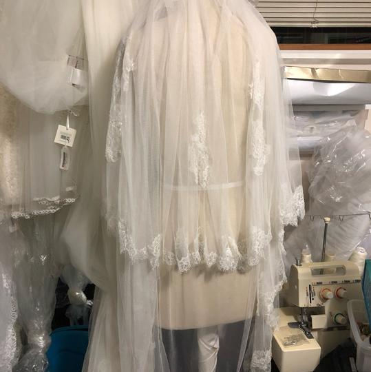 Preload https://img-static.tradesy.com/item/26315167/pronovias-off-white-medium-bridal-veil-0-0-540-540.jpg
