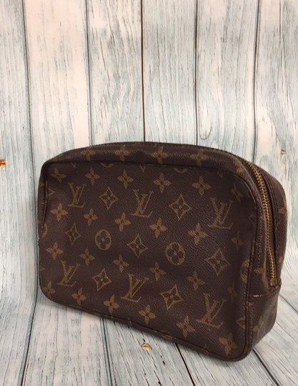 Louis Vuitton Trousse Toilette 23 Brown Clutch Image 1