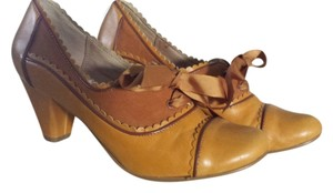 Chelsea & Violet Librarian Oxford Vintage Mustard Yellow Pumps