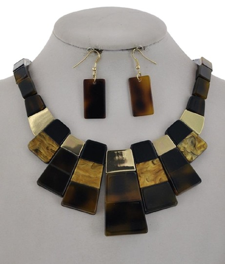Preload https://img-static.tradesy.com/item/26330734/brown-cellulose-acetate-earring-necklace-0-3-540-540.jpg