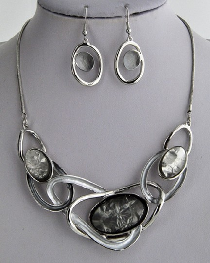 UNBRANDED Acrylic Silver Grey Necklace & Earring Image 1
