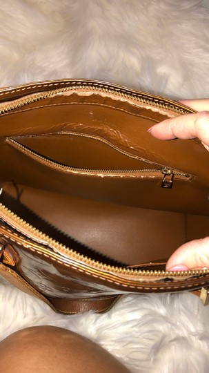 Louis Vuitton Tote in gold Image 3