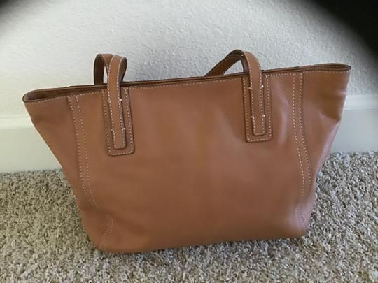 Fossil Excellent Condition Light Weight Detailed Stitching Zipper Closure Perfect Lining Satchel in Camel Image 3