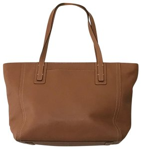 Fossil Excellent Condition Light Weight Detailed Stitching Zipper Closure Perfect Lining Satchel in Camel