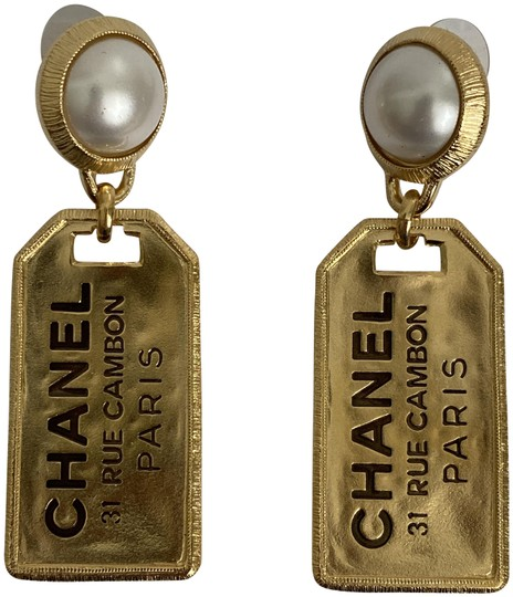 Preload https://img-static.tradesy.com/item/26333146/chanel-gold-cambon-xl-letter-logo-31-rue-pearl-tone-large-tag-drop-earrings-0-2-540-540.jpg