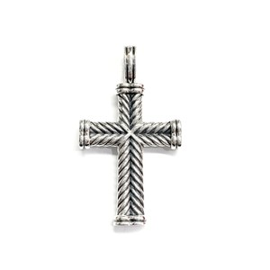 David Yurman GORGEOUS!!! LIKE NEW CONDITION!! David Yurman Sterling Silver Chevron Cross