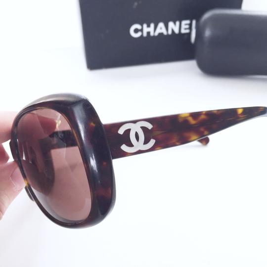 Chanel Chanel 5183 model tortoise shell CC logo sunglasses with case Image 2