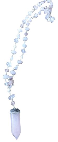 Preload https://img-static.tradesy.com/item/26334586/rose-quartz-and-pearl-necklace-0-1-540-540.jpg
