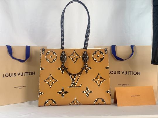 Louis Vuitton Tote in Ivory and Havana Beige Image 4