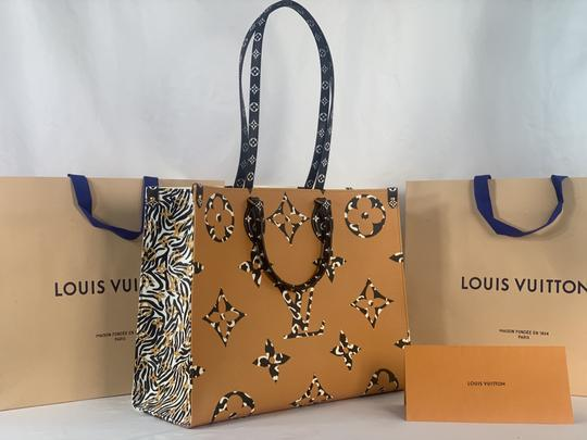 Louis Vuitton Tote in Ivory and Havana Beige Image 5