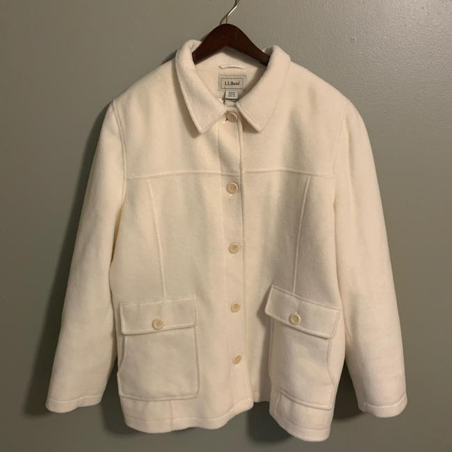 Preload https://img-static.tradesy.com/item/26334737/vintage-classic-xl-off-white-cream-jacket-wool-blend-condition-is-pre-owned-shipped-with-usps-priori-0-0-650-650.jpg