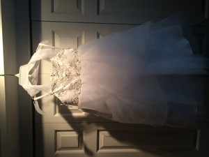Alfred Angelo White Flower Girl Dress Size 6 For Little Girl Age 5-8.. Style Number 700 Dress