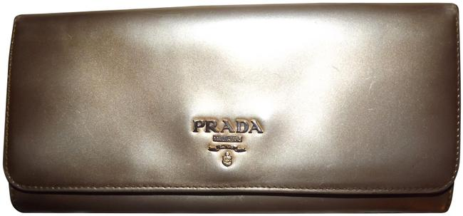 Item - Gold Made In Italy Pearlescent Leather Metal Logo Wallet