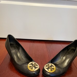 Tory Burch Black with gold logo Wedges
