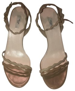 Prada two tone nude Pumps