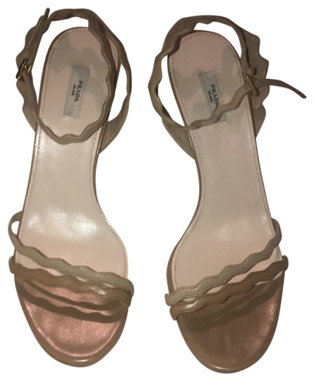 Prada two tone nude Pumps Image 0
