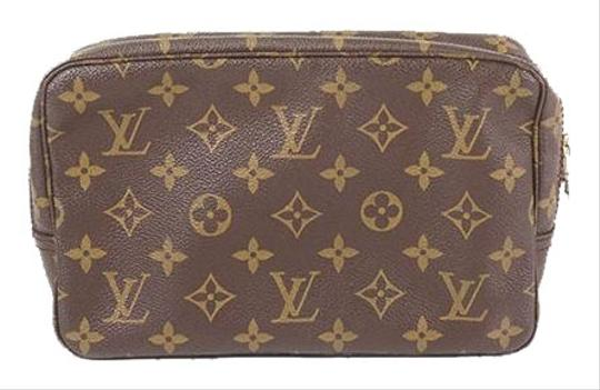 Preload https://img-static.tradesy.com/item/26346369/louis-vuitton-trousse-toilette-23-m47524-unisex-women-men-brown-monogram-clutch-0-2-540-540.jpg