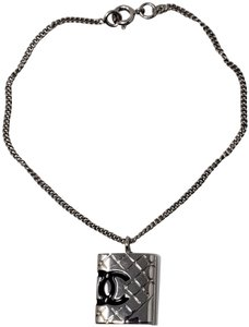 Chanel Silver-tone metal Chanel quilted CC quilted charm bracelet