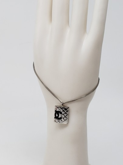 Chanel Silver-tone metal Chanel quilted CC quilted charm bracelet Image 10
